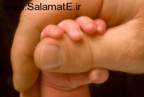 baby-hand-on-father_800px